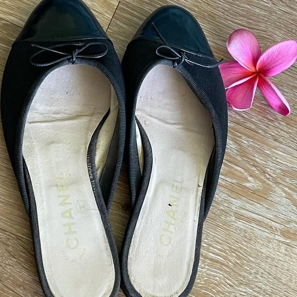 Authentic Chanel slip on shoes sz 6